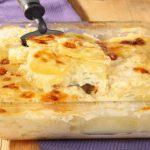 Cartofi cu sos (reteta cu sos de smantana si reteta cu sos de lapte)