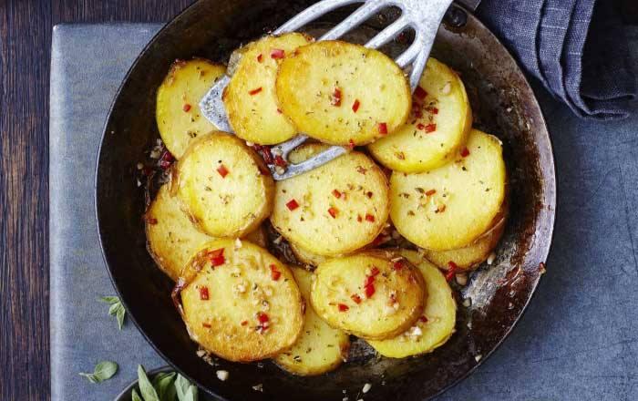 cartofi inabusiti cu usturoi la ceaun