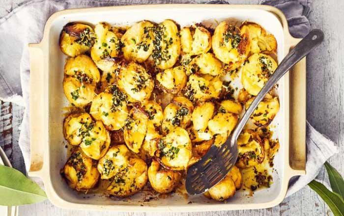 cartofi cu ierburi la cuptor
