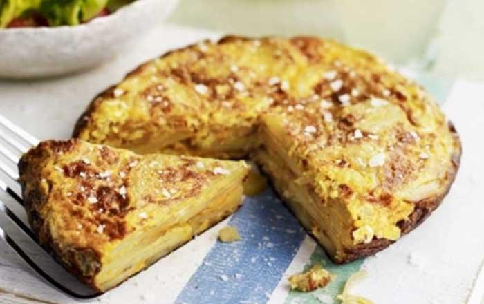 Tortilla de cartofi cu oua omleta spaniola la cuptor